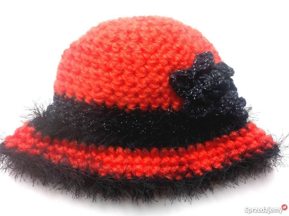 Czerwony moherowy kapelusz