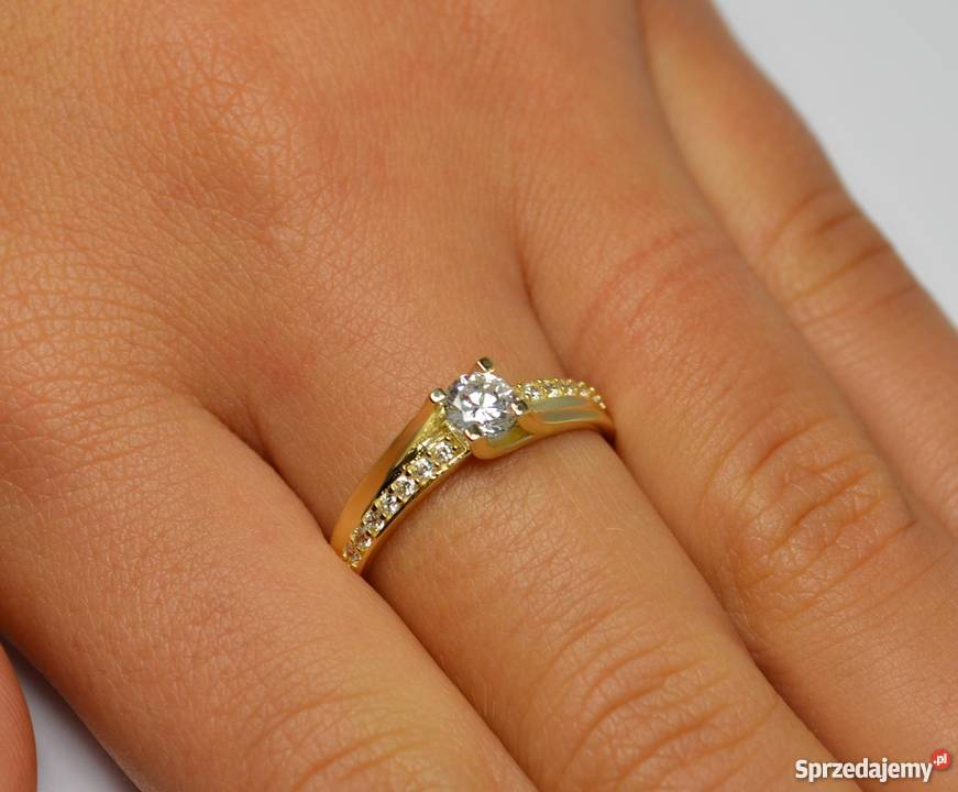 Jaki Pierścionek Zaręczynowy Kupić Złoty Srebrny Z Diamentem