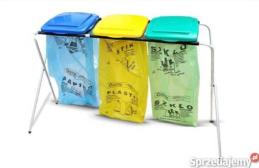 Stelaż z kolorowymi workami do segregacji śmieci