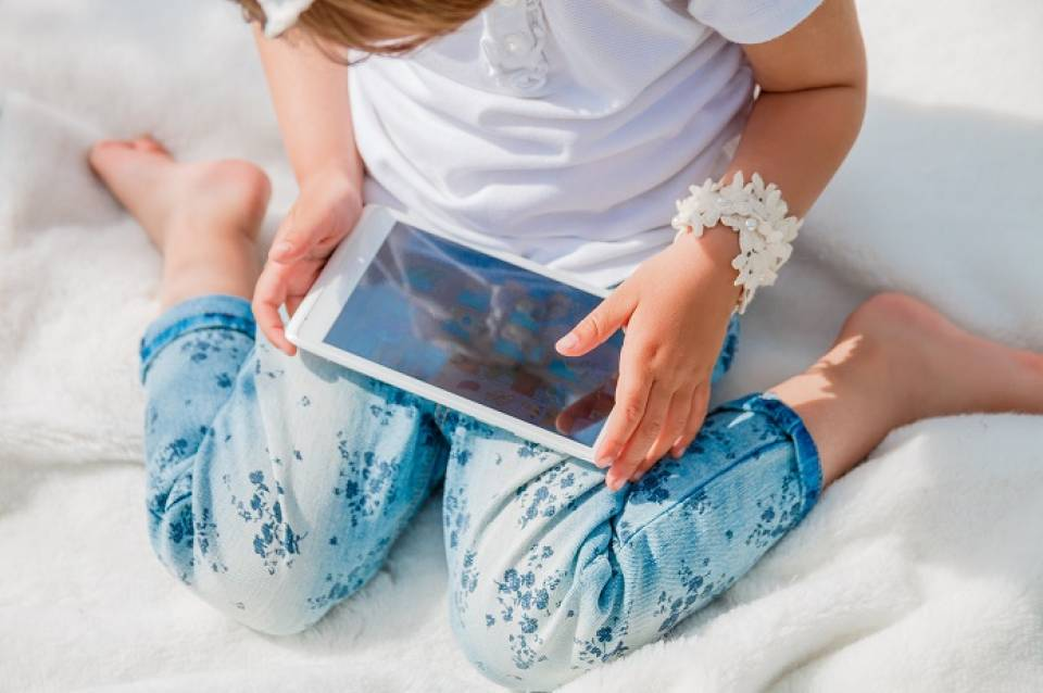 Jaki telefon dla dziecka? Wybieramy 5 prostych i wytrzymałych telefonów