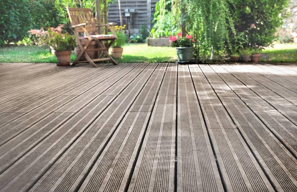 Co na taras? Płytki, drewno, a może beton - jaka podłoga najlepsza na taras?