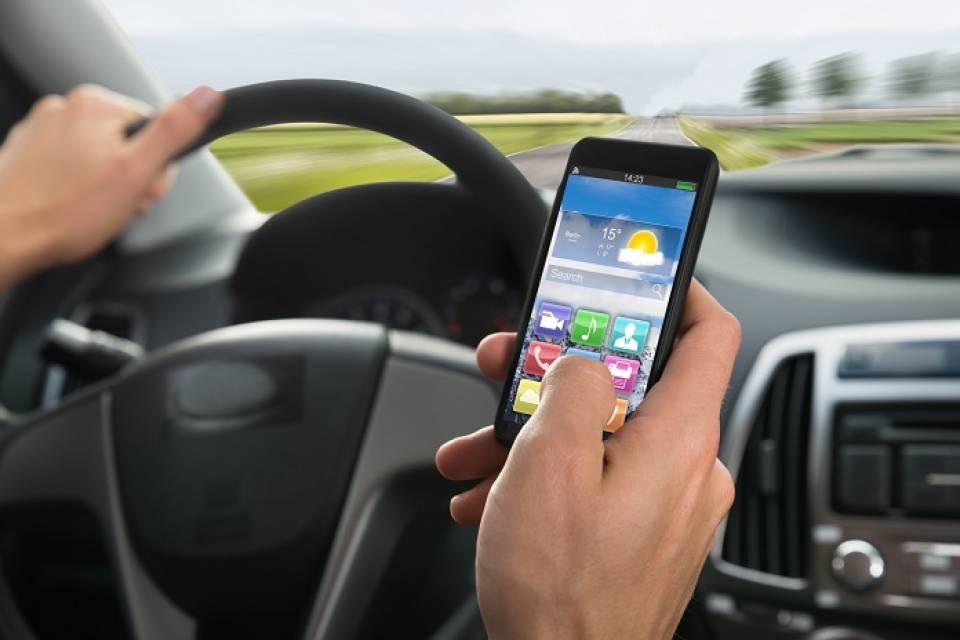 Aplikacje dla kierowców - które warto mieć by jeździć bezpiecznie?
