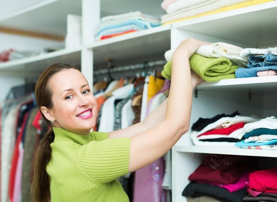 Jak utrzymać porządek w szafie? Sposoby na sprzątanie i porządek w garderobie