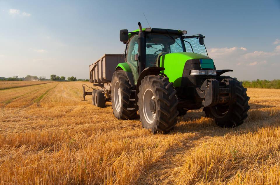 Jak sprzedać ciągnik i kombajn? Jak przygotować ogłoszenie rolnicze?