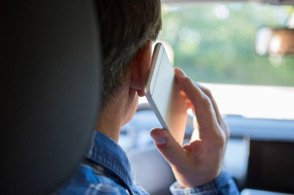 Czego nie wolno robić w samochodzie?