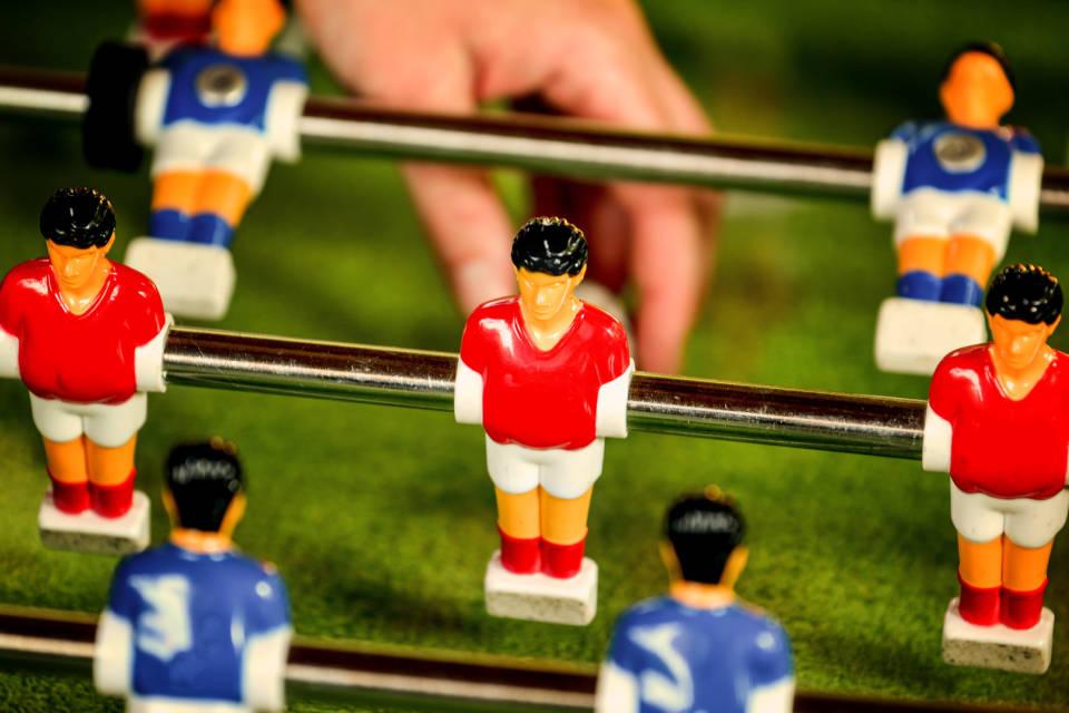 Piłkarzyki - jak wybrać najlepszy stół do gry?