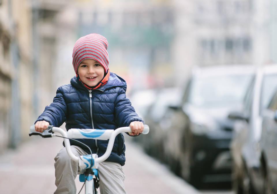 Piłka, rower czy hulajnoga - jaki wybrać najlepszy sport dla dzieci?