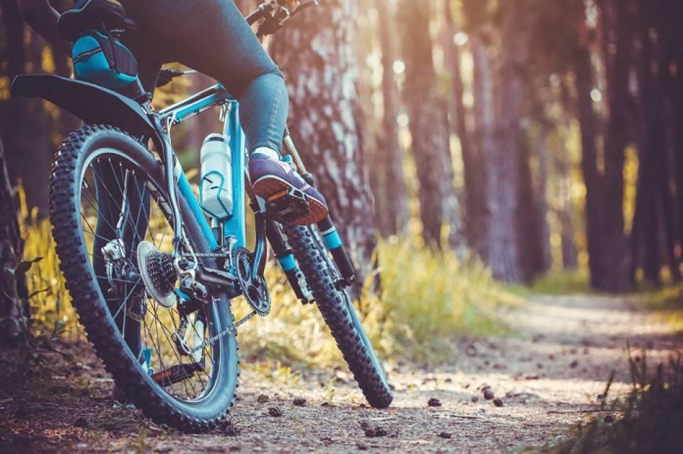 Jak się ubrać na rower jesienią i zimą?