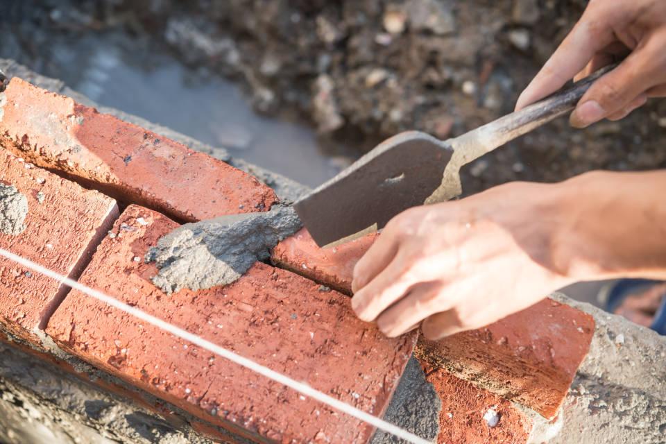 Cement, wapno czy styropian? Jakie wybrać materiały budowlane?