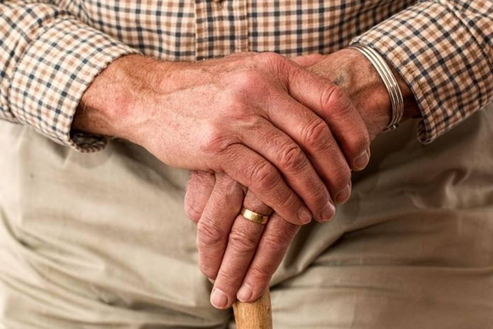 Opiekun osoby starszej - jak wybrać, gdzie szukać?