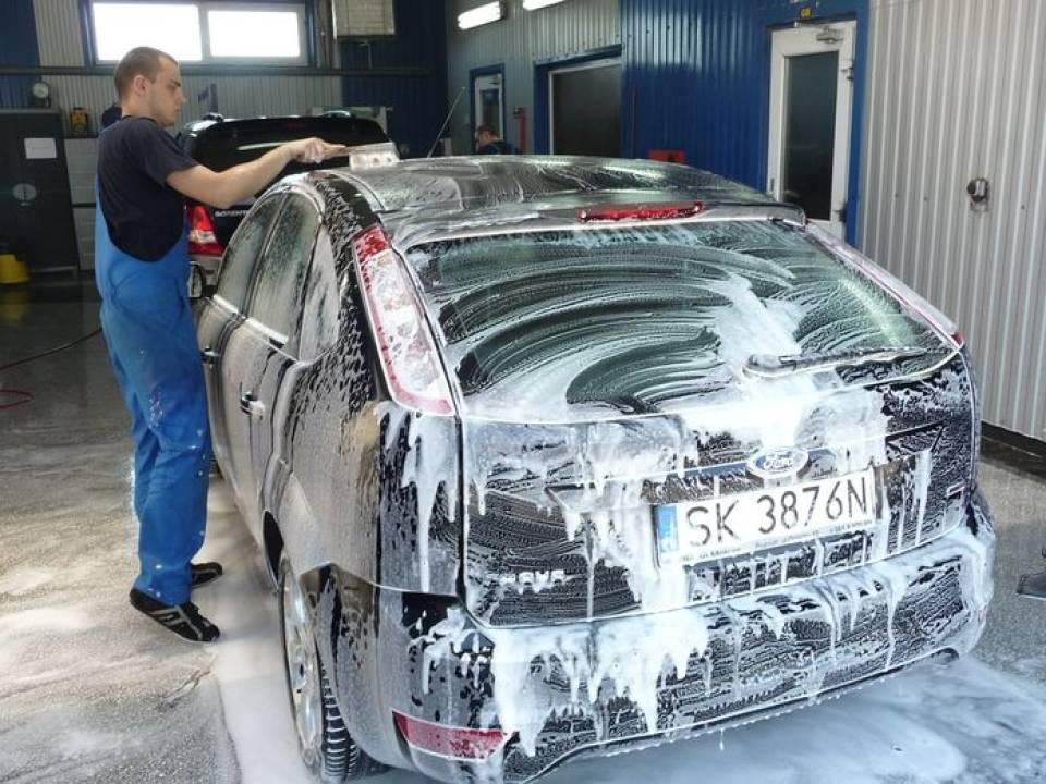 Mycie samochodu, polerowanie karoserii, odnawianie tapicerki, z jakich usług auto detailingu warto skorzystać?