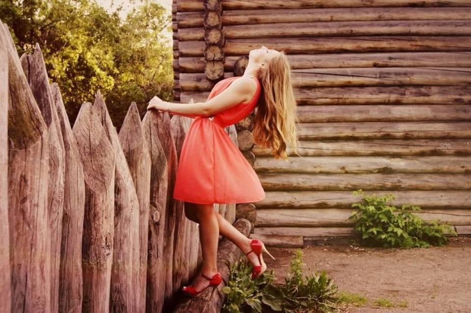 Jakie sukienki na wiosnę? Przegląd modnych sukienek