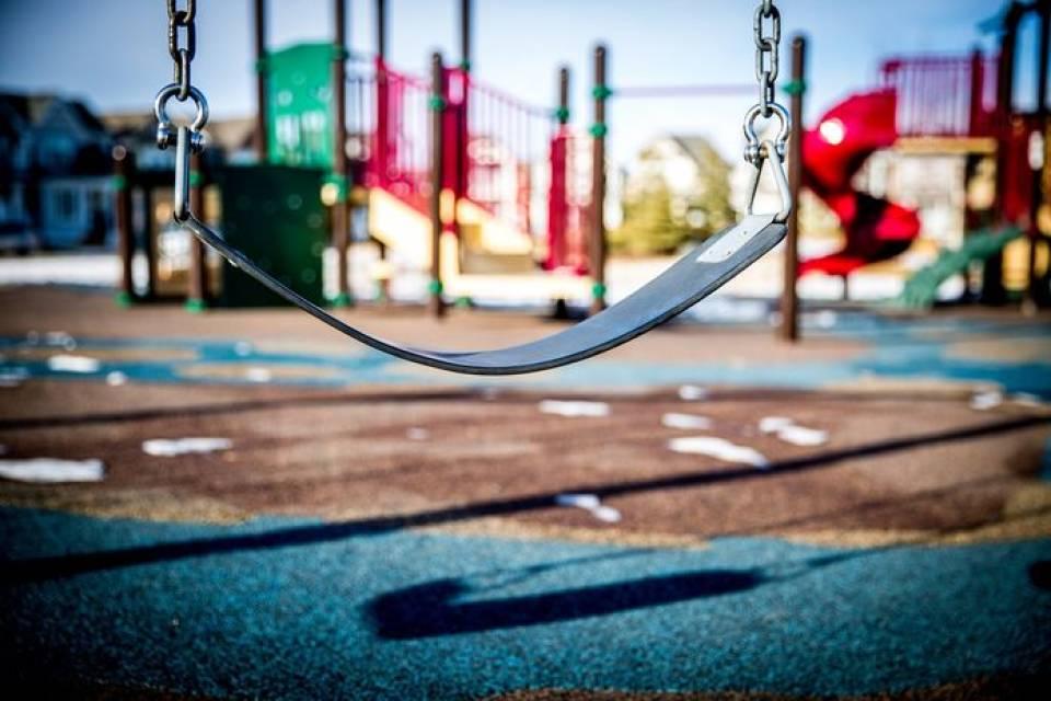 Plac zabaw w ogrodzie - jak urządzić ogród dla dzieci?