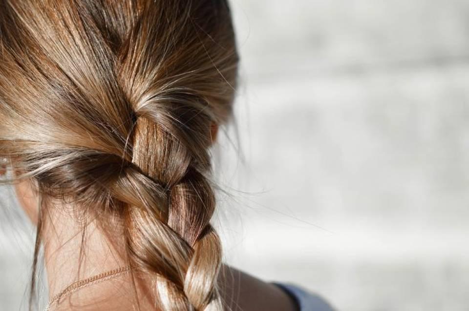 Jaki olej wybrać do pielęgnacji włosów? Czym olejować włosy?