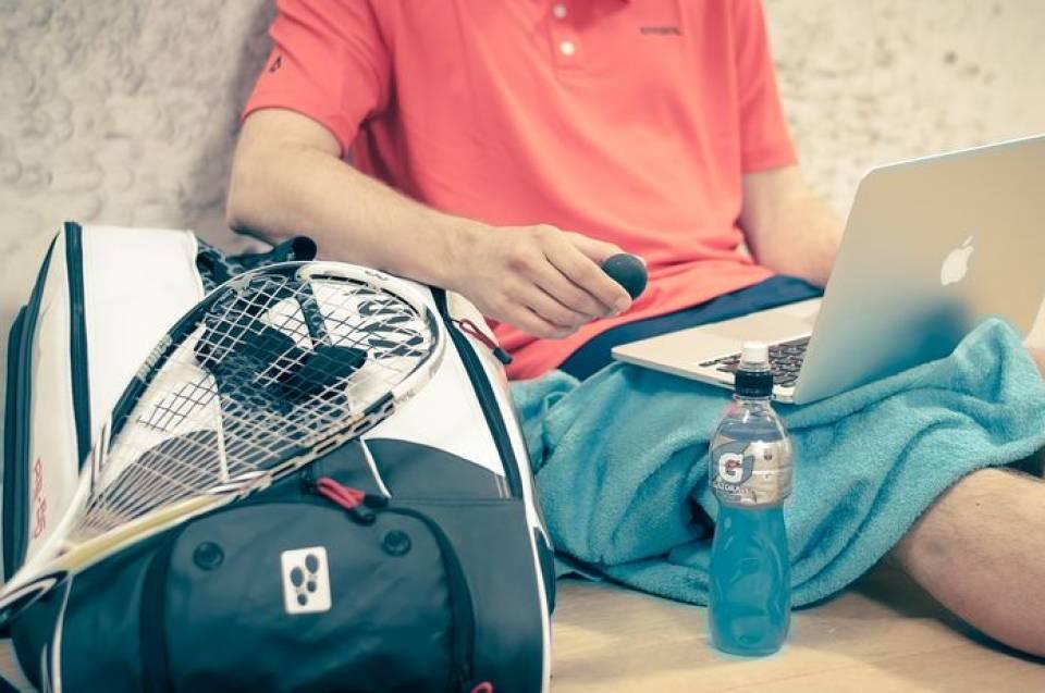Jaki sprzęt do squasha? Wybieramy rakietę i piłeczki do squasha