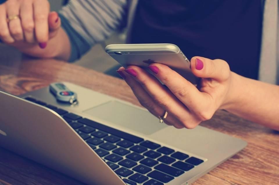 Popularne gadżety do biura, które usprawnią Twoją pracę