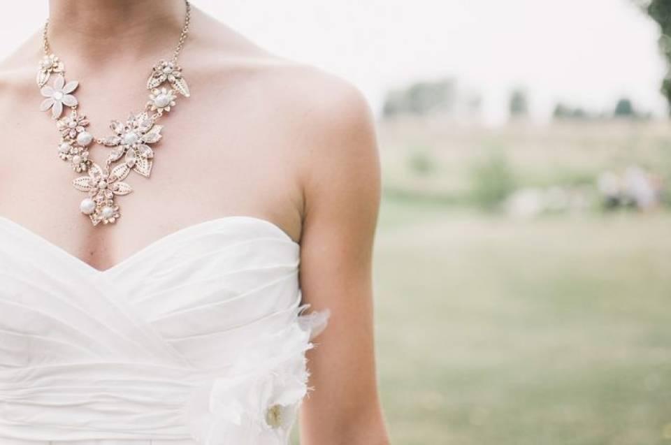 Jak dobrać biżuterię ślubną? Propozycje biżuterii na wesele
