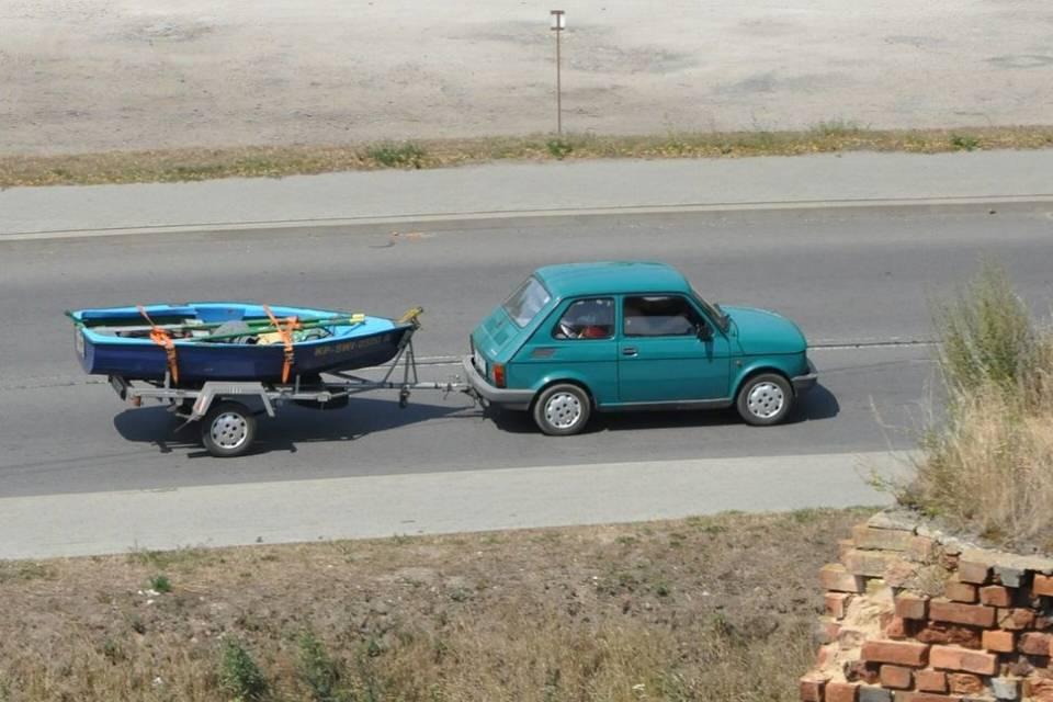 Jak wybrać przyczepkę samochodową? Czym się kierować kupując przyczepę do auta?