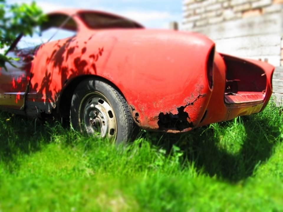 Jak się pozbyć rdzy w samochodzie? Jak usunąć korozję z auta?