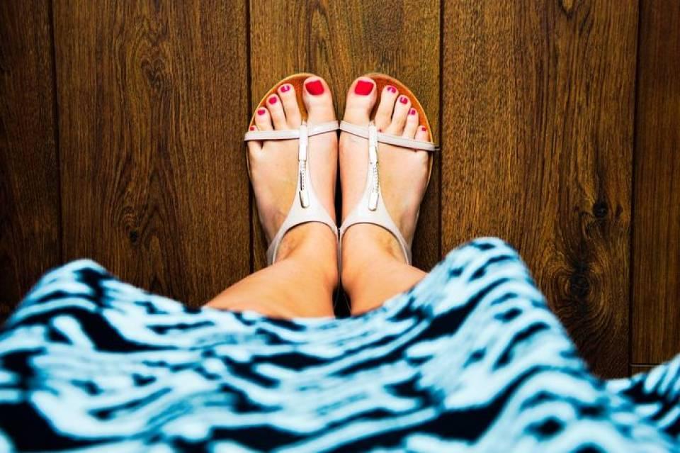 Czółenka, sandały, balerinki - jakie buty na lato? Modne obuwie w sezonie letnim