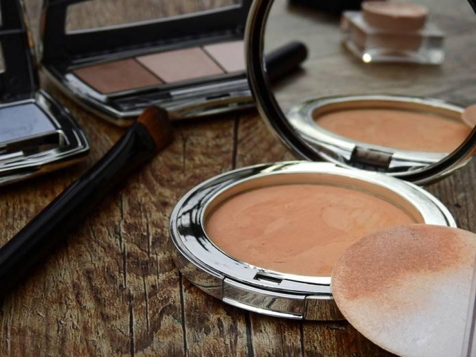 Jak wybrać kosmetyki do makijażu? Make-up, a rodzaj cery
