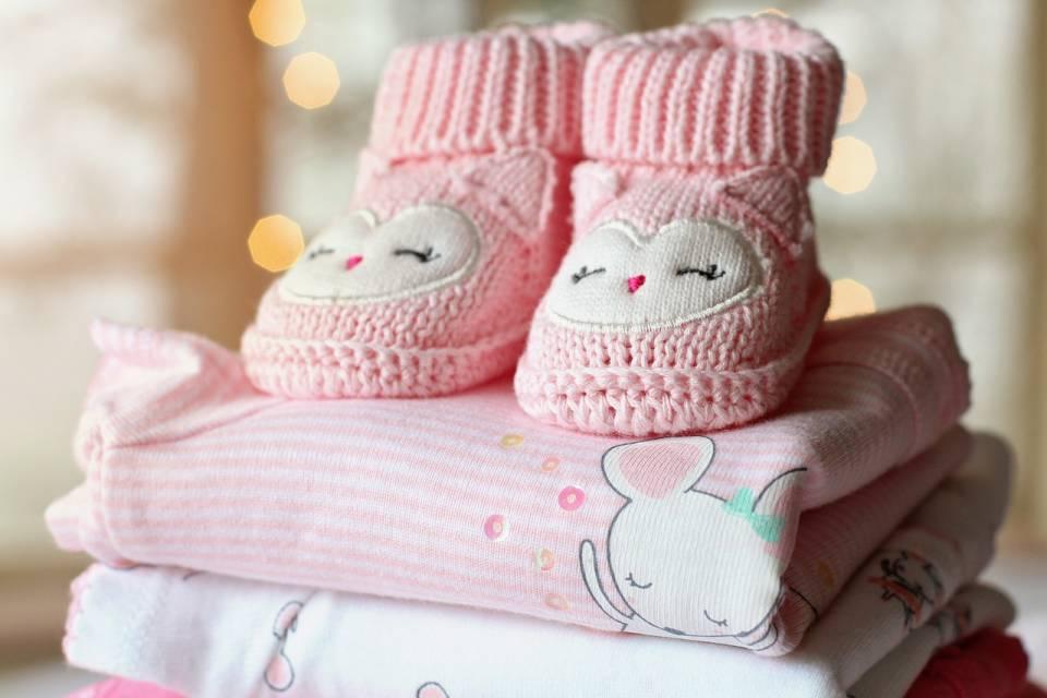 Co kupić na baby shower? Pomysły na prezent dla dziecka i przyszłej mamy