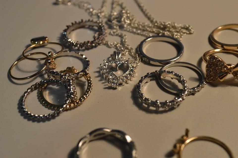 Jak przechowywać biżuterię i zegarki?