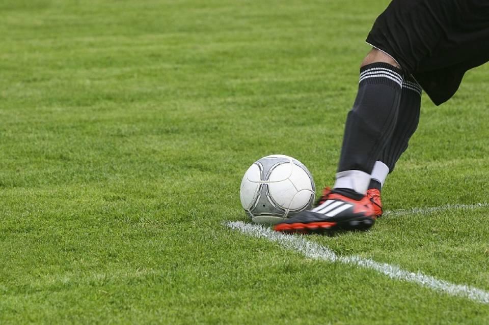 c0c49da3dac7ef Jaki strój i akcesoria przydadzą się do gry w piłkę nożną ...