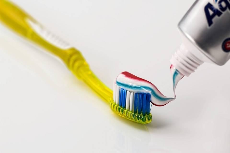 Jak właściwie pielęgnować zęby? Jakich akcesoriów dentystycznych warto używać?