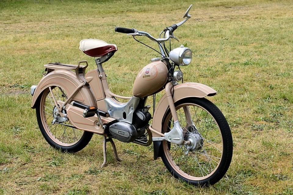 Czy warto kupić kultowy, postenerdowski motorower Simson?