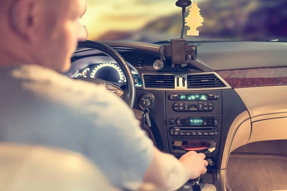 10 pomysłów na prezent dla młodego kierowcy