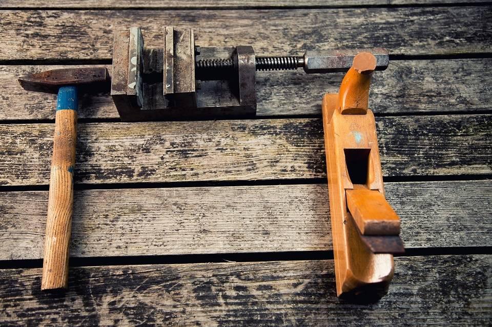 Czy warto kupić używane narzędzia, akcesoria i urządzenia do produkcji?