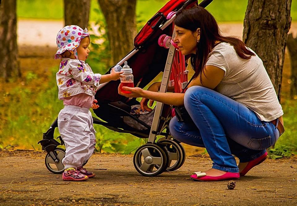 Wózki głębokie, bliźniacze, wielofunkcyjne... Jakie są rodzaje wózków dla dzieci?