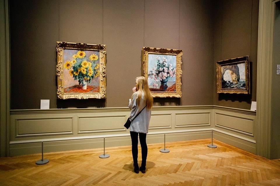 Reprodukcje obrazów znanych malarzy. Które dzieła warto mieć w swoim salonie?