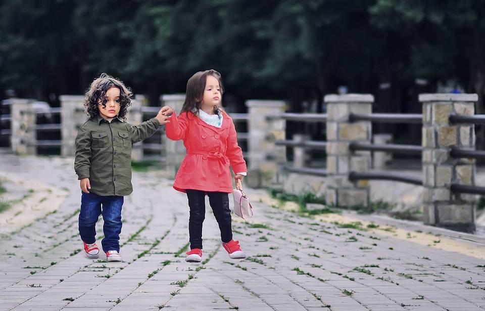 Jak wybrać wygodną odzież dla małego dziecka? Przegląd modnych ubranek dla chłopca i dziewczynki