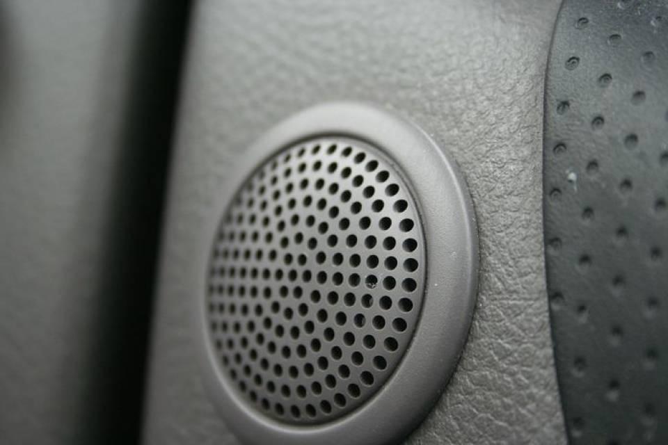 Jak poprawić nagłośnienie w samochodzie? Wybieramy głośniki, wzmacniacze i inne akcesoria audio