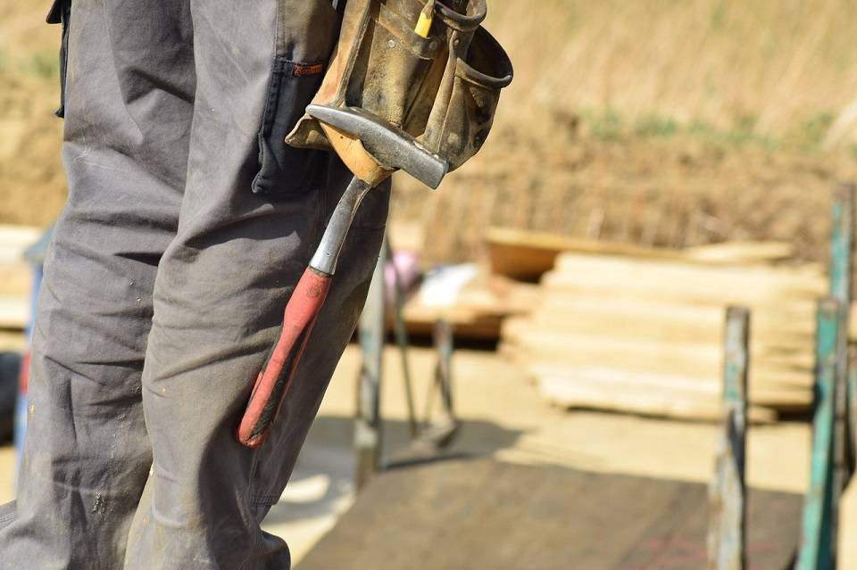 Kogo potrzebuje branża budowlana? Lista najbardziej poszukiwanych zawodów w budowlance