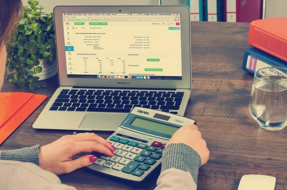 Jak znaleźć dobrą księgową? Jak wybrać biuro rachunkowe?
