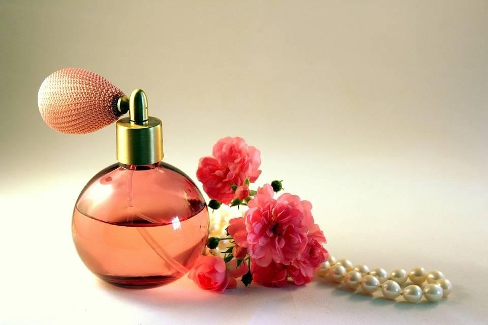 Jak dopasować perfumy do osobowości i okazji? Co trzeba wiedzieć o perfumach?