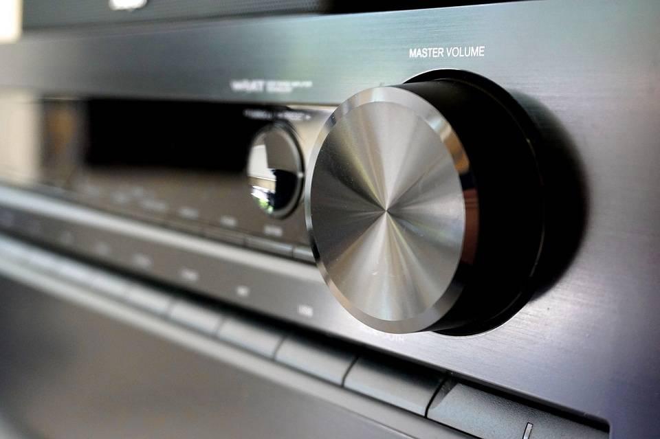 Wieża, miniwieża, odtwarzacz CD – jakie urządzenie wybrać do słuchania muzyki?