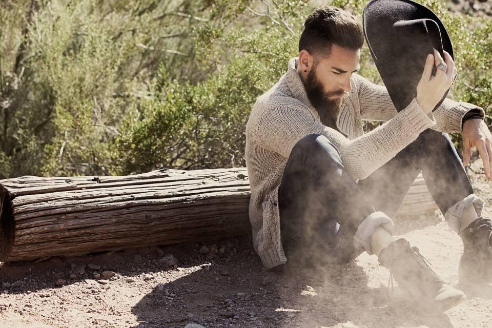 Rodzaje swetrów męskich - jak nosić sweter, golf, kardigan?
