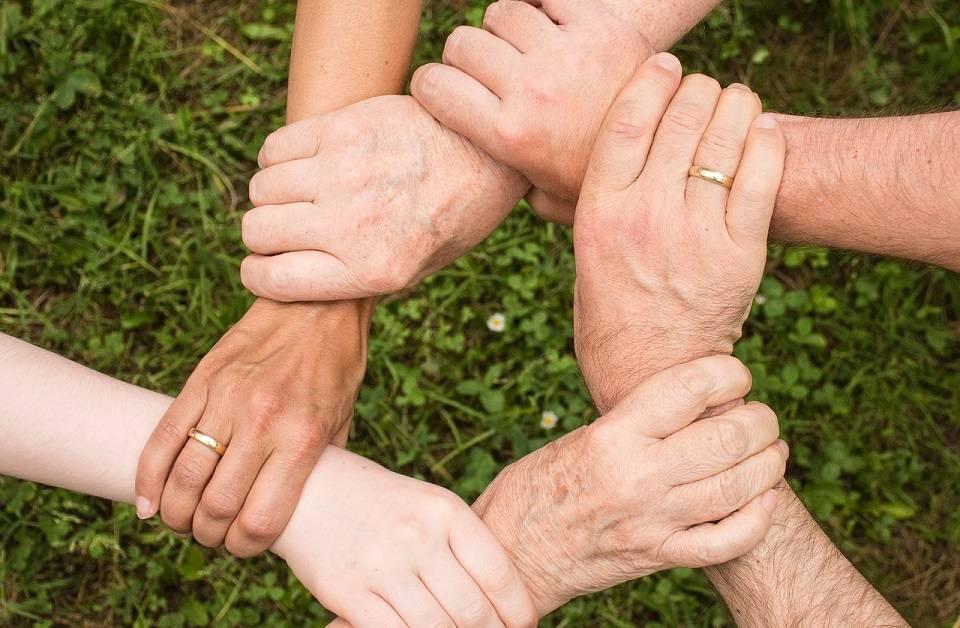 Jak zostać wolontariuszem? Gdzie szukać osób potrzebujących pomocy?