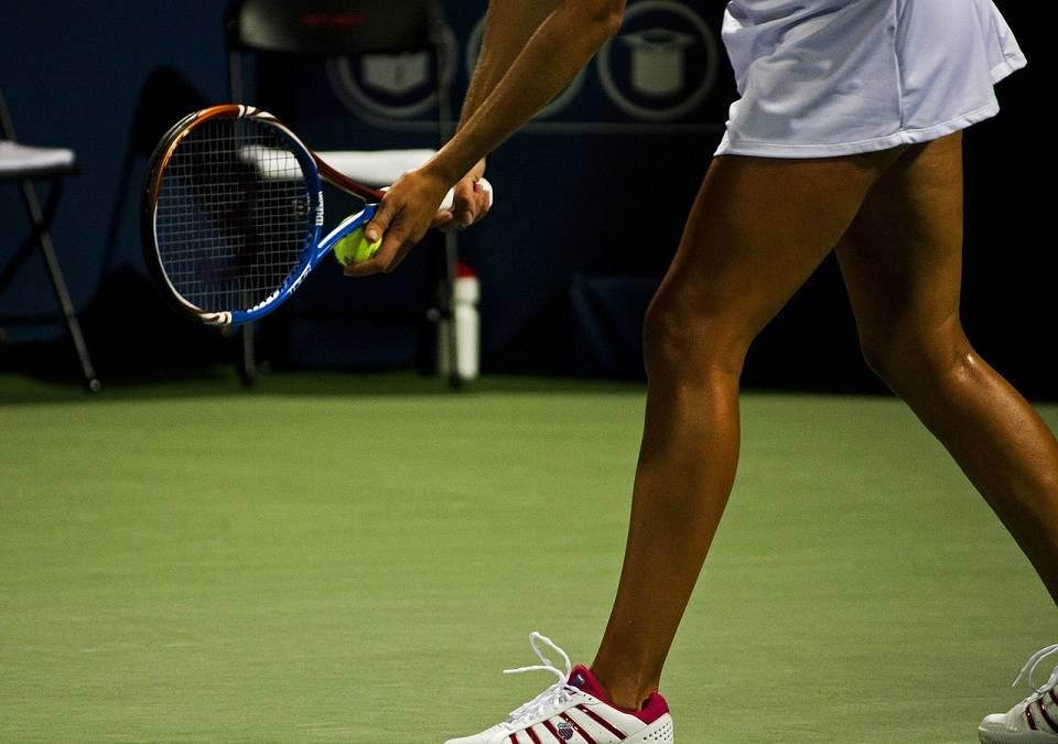 Jak nauczyć się grać w tenisa? Jak wybrać rakietę, ubranie i niezbędne akcesoria do tenisa?