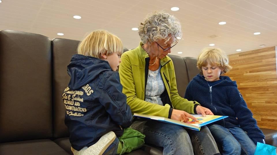 Gdzie szukać opiekunek do dzieci? Czym kierować się wybierając nianię dla dziecka?