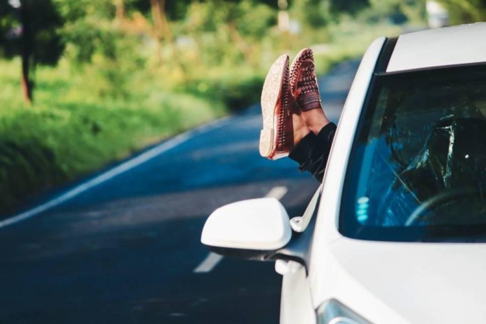 Jak przygotować samochód do lata? Co warto sprawdzić w aucie przed długą podróżą?