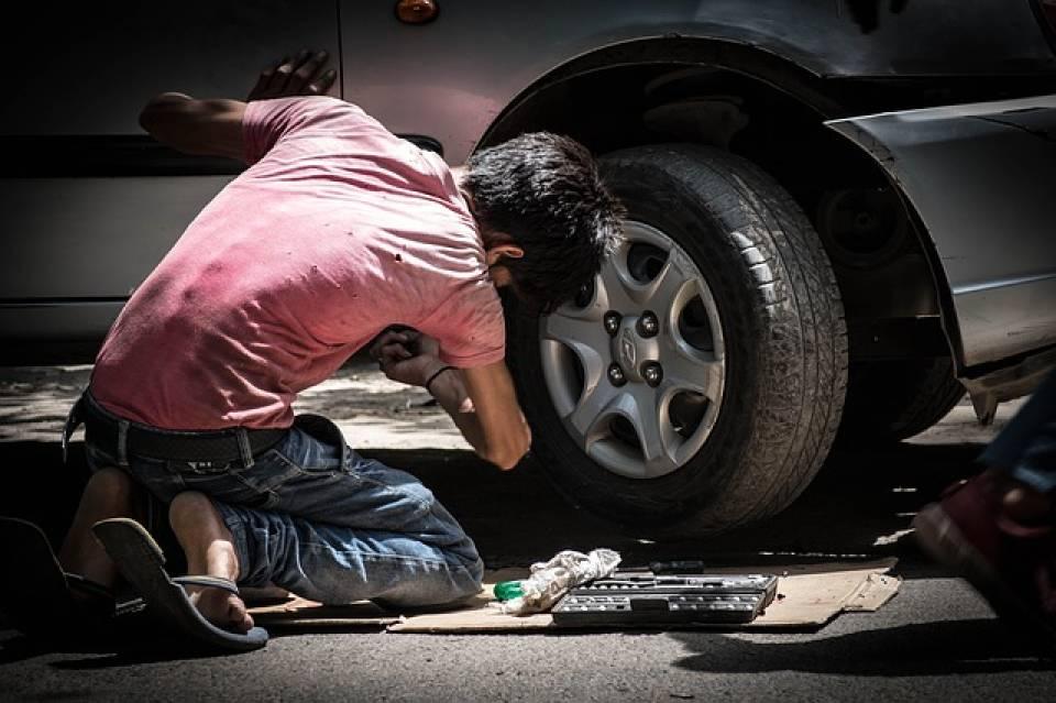 Jak wygląda praca mechanika? Gdzie może pracować mechanik samochodowy?