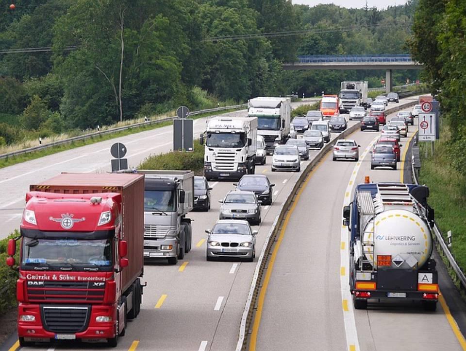 Jak wybrać firmę transportową? 5 praktycznych porad, jak znaleźć dobrą firmę transportową