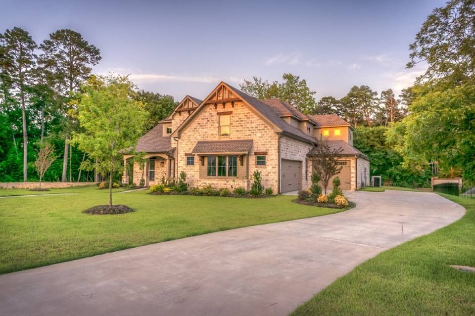 Dom – lepiej zbudować czy kupić i wyremontować? Na co uważać podczas zakupu domu?