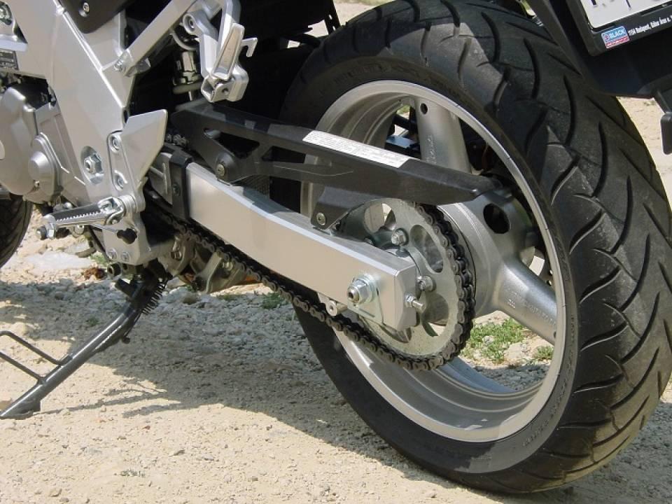 Opony do motocykla nowe czy używane? Po czym rozpoznać, że trzeba wymienić opony?