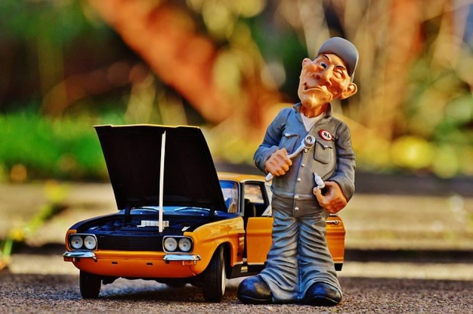 Mechanik samochodowy, lakiernik, serwisant - dla kogo jest praca w motoryzacji?